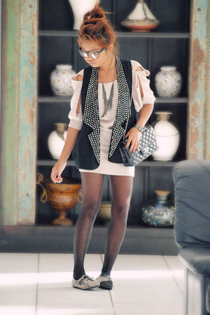 Apec Girls vest - Kitty Kat dress -  accessories - Chanel lambskin 255 accessori