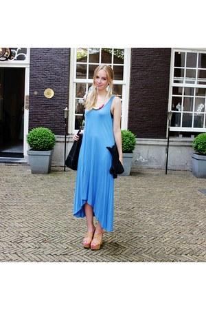 blue H&M Trend dress - tan Guess shoes - black H&M bag