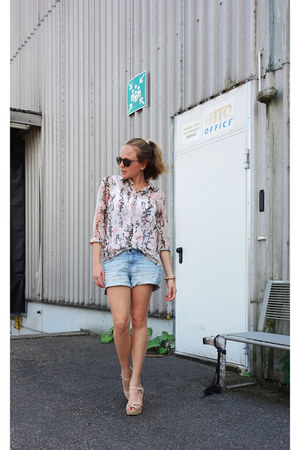 hm shorts - pieces sunglasses - Bershka sandals - Mango blouse