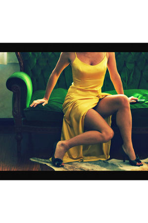 gold vintage dress - green chocolate shoes