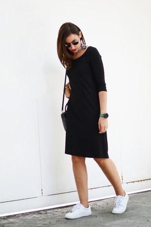 black Marie Hell dress - black coach bag - white Promod sneakers