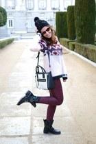 off white Mango bag - black Roxy hat - light pink Bershka sweater