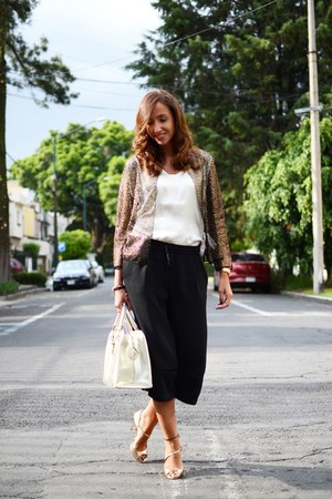 black Zara pants - eggshell liu jo bag - camel hoss intropia cape