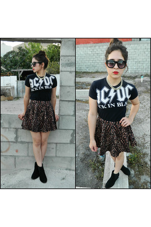 black cotton on boots - black thrifted shirt - black cotton on sunglasses