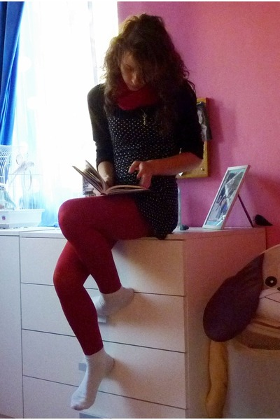 red leggings - black dress - red knitted scarf