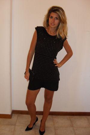 black Zara t-shirt - black Zara shorts - black TT bagatt shoes - black bag