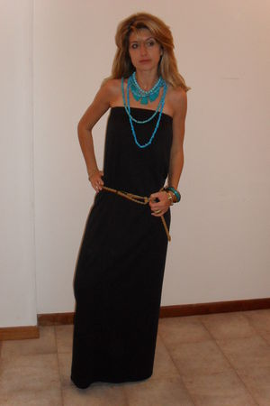 black DIY dress - blue necklace - blue bracelet - gold accessories