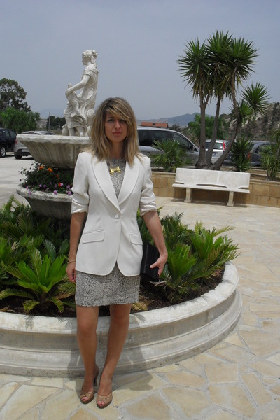 white blazer - vintage dress - gold DIY necklace - beige Guess shoes - black pur