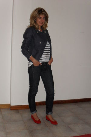blue Zara top - red vintage shoes - Mango jeans - blue Massimo Dutti blazer