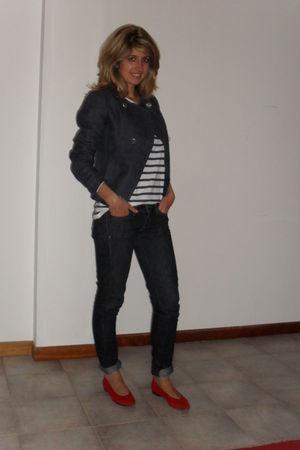 blue Zara top - red vintage shoes - Mango jeans - blue Massimo Dutti blazer