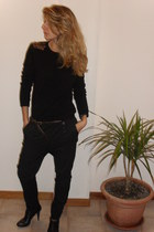 black diy shoulders united colors of benetton sweater - black Nine West heels -