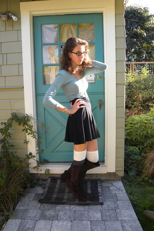 green American Apparel top - black American Apparel skirt - gray socks - brown S