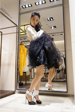 Alice and Olivia skirt - Stella McCartney top - KARL BY KARL LAGERFELD heels