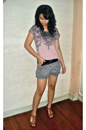 pink Mango top - black Topshop belt - gray Just G shorts - brown Nine West shoes