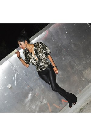 black pleather Lauren Conrad leggings - Boutique 9 boots