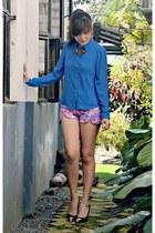 blue button-down candy top - floral desi shorts - black Primadonna pumps