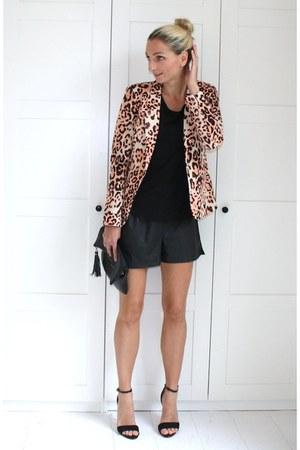 leopard blazer Vero Moda blazer - black t shirt Mango shirt