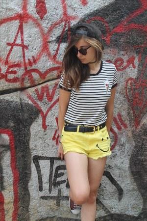 H&M t-shirt - Karl Lagerfeld hat - Primark shorts - H&M glasses