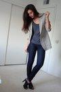 Gray-dads-blazer-gray-express-t-shirt-blue-express-jeans-black-target-shoe