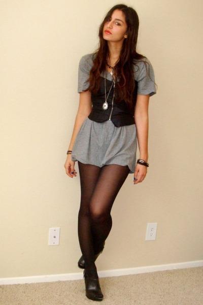 black Silence&Noise bra - gray Target t-shirt - black Target shoes