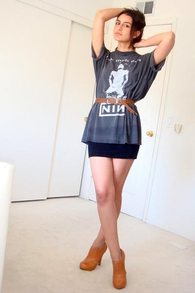gray thrifted t-shirt - black H&M skirt - brown vintage belt - brown Frye boots