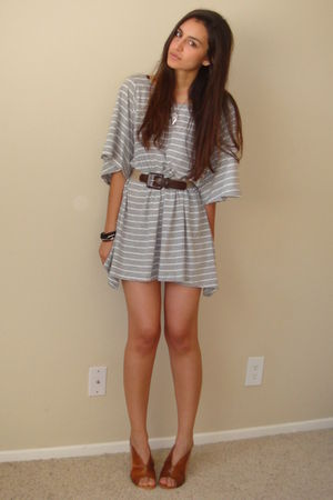brown vintage belt - brown latitude femme from tjmaxx shoes - gray H&M t-shirt