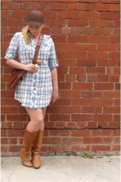 brown felt Dangerfield hat - brown leather Wittner boots - blue dress
