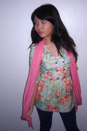 Kimchi&Blue top - Pashmina scarf - Silence & Noise jeans