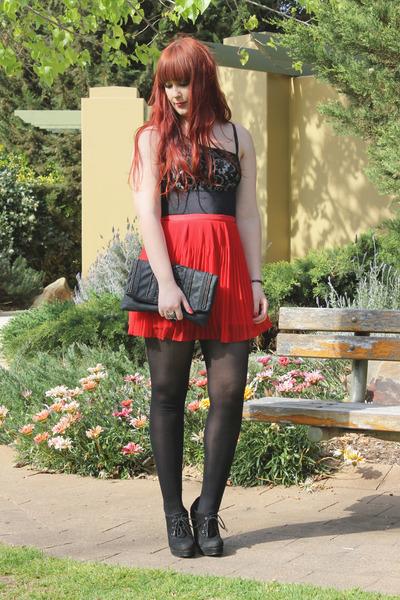 red pleated Valleygirl skirt - black Vedette bodysuit