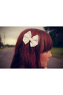 White-lace-bow-accessories