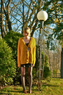Mustard-sweater-black-shoes-brown