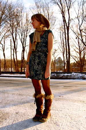 dark brown boots - teal dress - beige hat