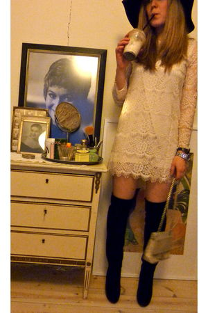 white Queens Wardrobe dress - black H&M hat - black Buffalo boots - beige vintag