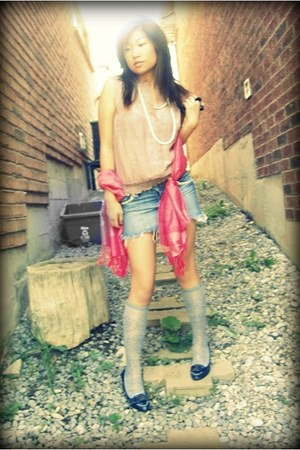 hot pink Pashmina scarf - bubble gum frilled Denise top - blue denim Seductions