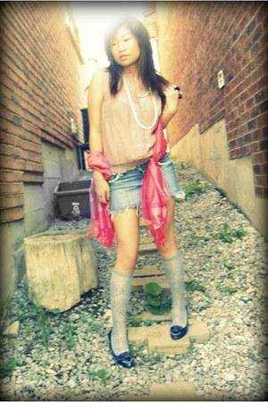hot pink Pashmina scarf - bubble gum frilled Denise top - blue denim Seductions