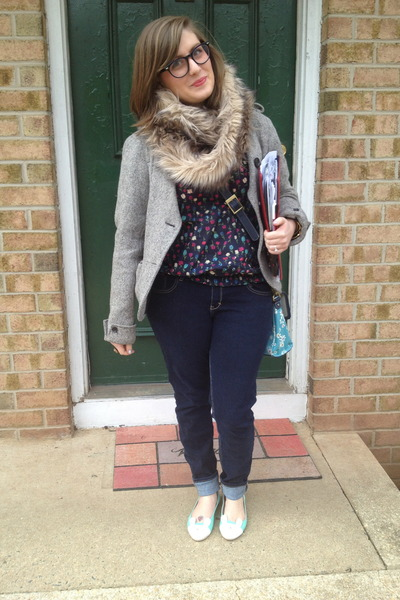 navy abercrombie and fitch jeans - tan Target scarf