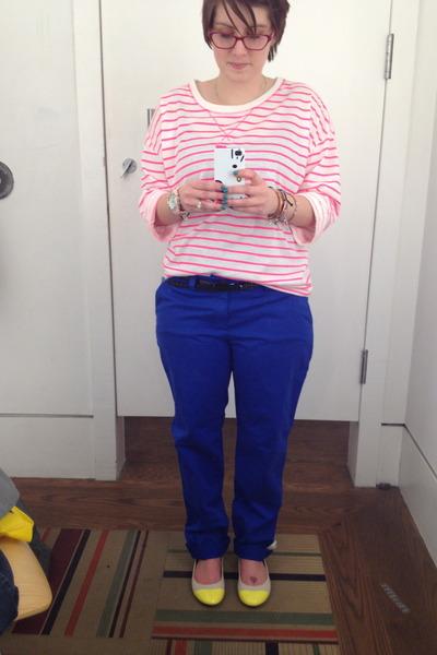 bubble gum Gap top - blue blue pants Gap pants - hot pink Steve Madden glasses