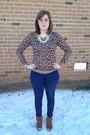 Brown-minnetonka-boots-navy-levis-jeans-light-brown-old-navy-sweater