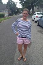 navy  top - bubble gum Old Navy shorts - black  belt - peach kensie glasses