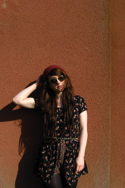 Ray Ban sunglasses - Urban Outfitters romper
