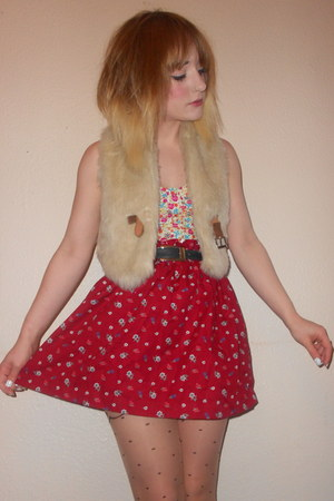 faux fur Primark vest - Primark tights - vintage belt - Alice Takes A Trip skirt