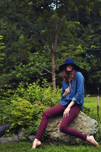 vintage hat - Zara jeans - FEED USA shirt - gold vintage necklace