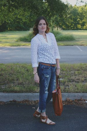 white lace nicole miller top - navy American Eagle jeans
