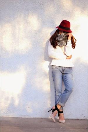 light blue boyfriend jeans Forever 21 jeans - crimson fedora Forever 21 hat
