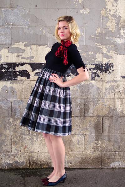 black vintage dress - scarf - black vintage heels