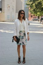 One flowery skirt, two looks: Look 2