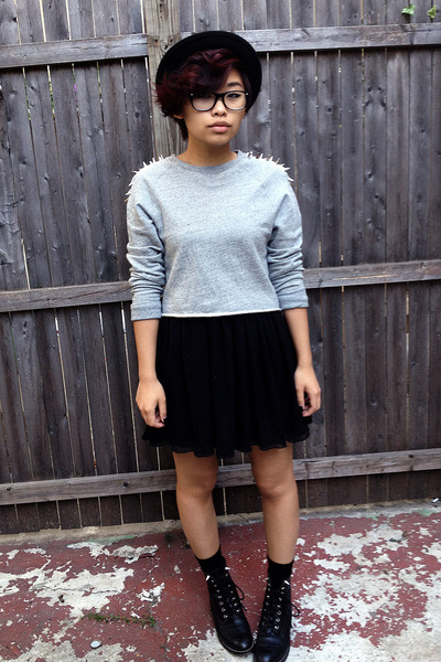 heather gray crewneck H&M sweatshirt - black vintage boots - black H&M hat