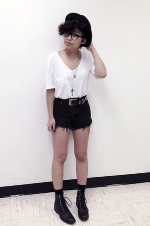 black vintage boots - black H&M hat - black high waisted vintage shorts