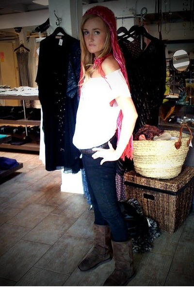 red planet blue hat - white elle shirt - black Macys pants - brown Uggs shoes
