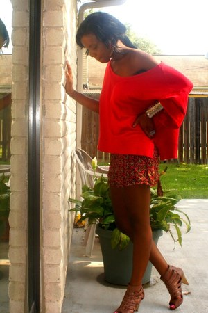 ruby red shorts - red top - tawny heels